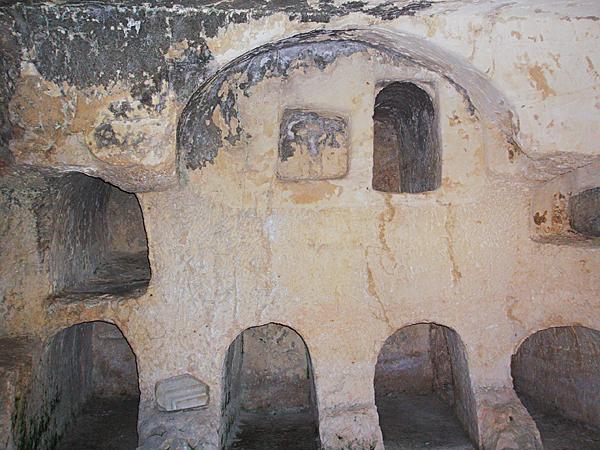 Акелдама. Древняя еврейская погребальная пещера с нишами для тел